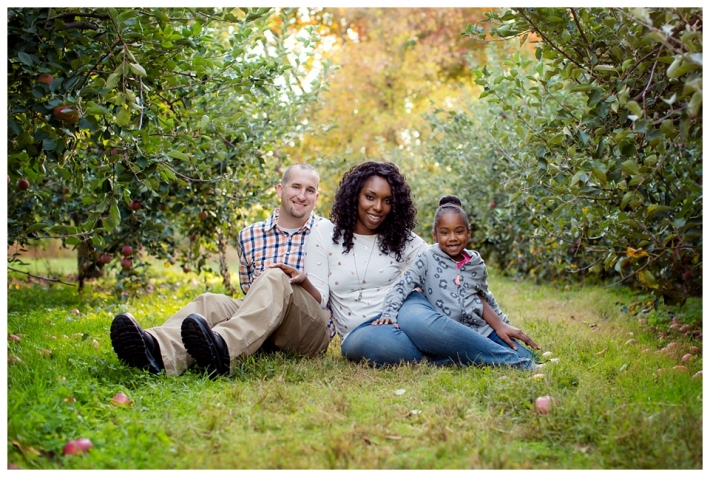 apple-picking-engagement-session-battleview-orchards-nj-rc01